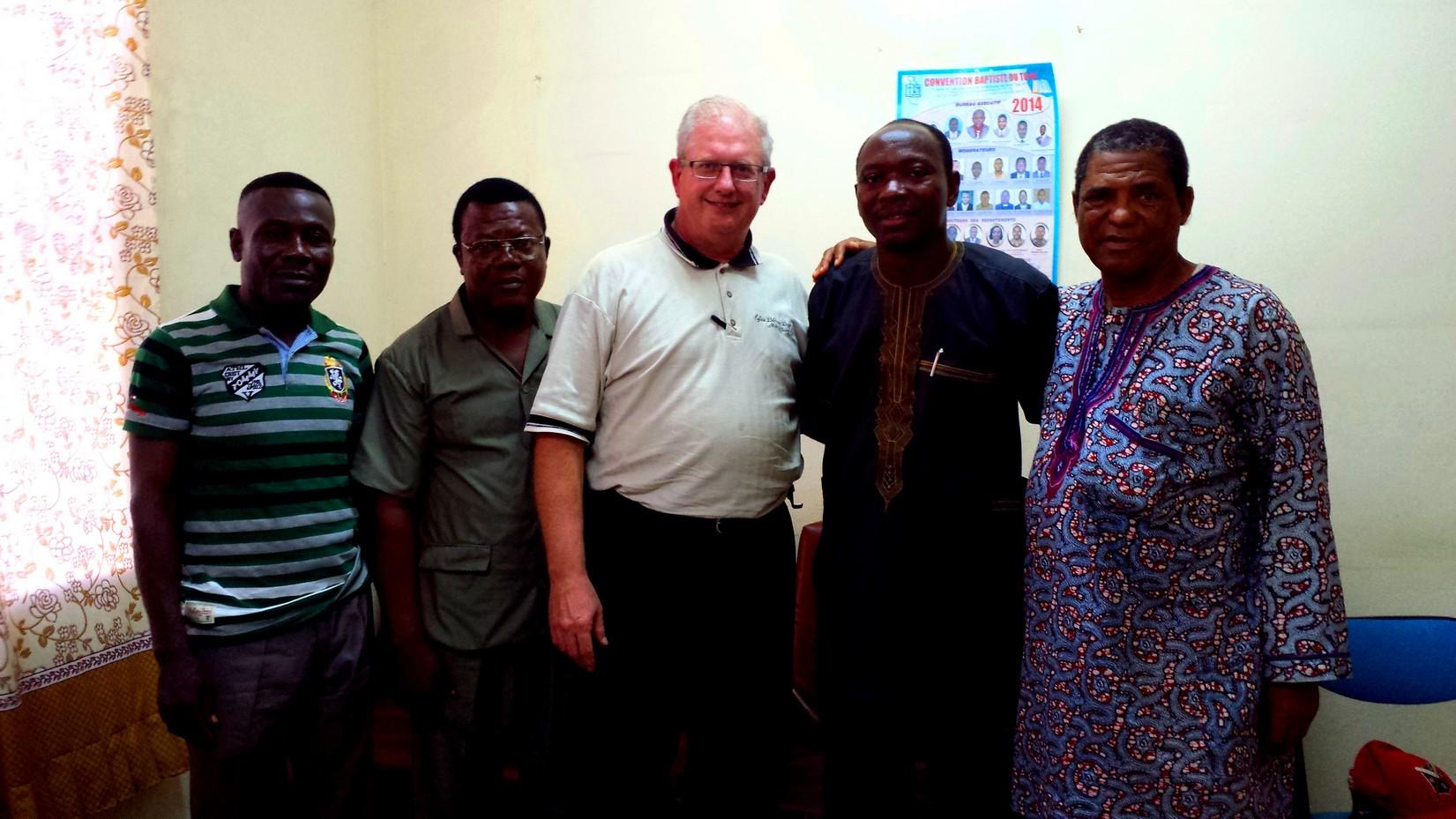 Pasteur Mario Monette prêche au Togo (2014)