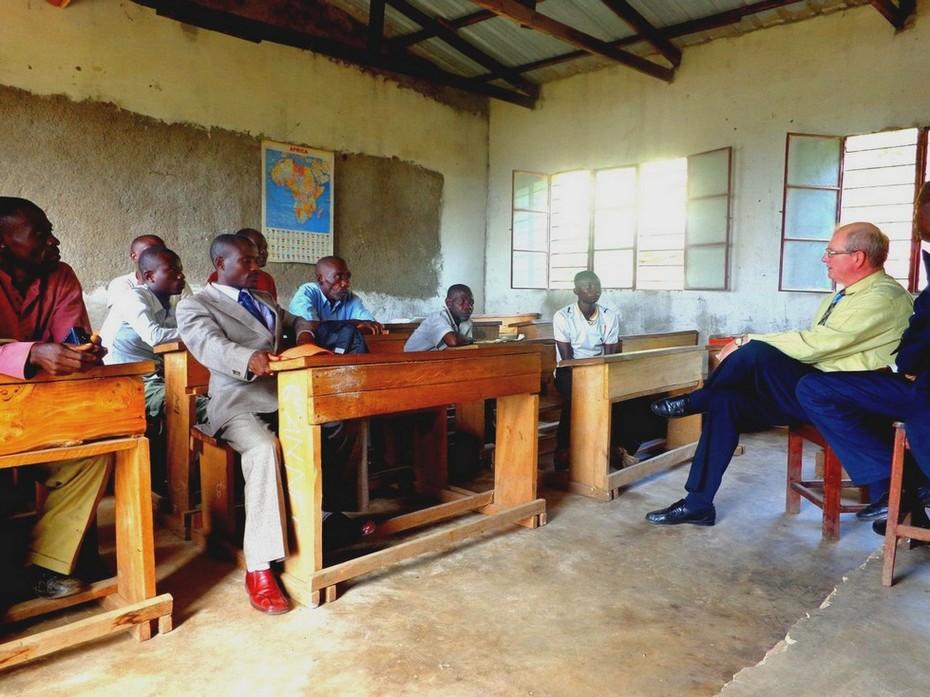 Pasteur Mario Monette prêche au Congo, Afrique (2015)